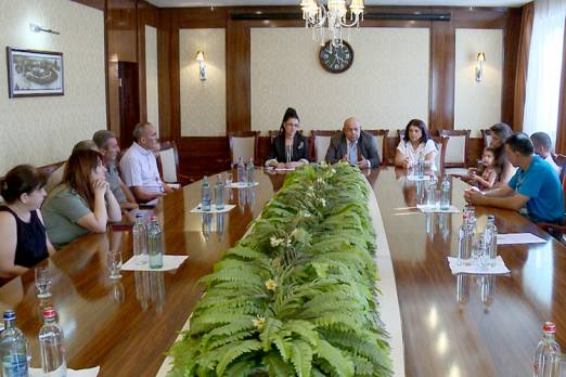 Meeting with families of Stepanakert residents fallen and injured during April war