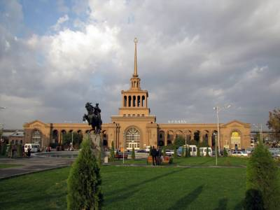 Construction of an underground trade  and service complex and parking in  the square adjacent to Yerevan railway station
