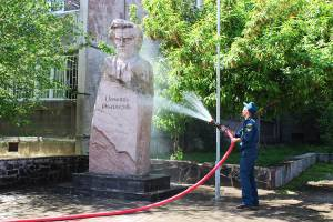 On the event of the International Day of Monuments and historical Sites the monuments of Yerevan have been washed and cleaned
