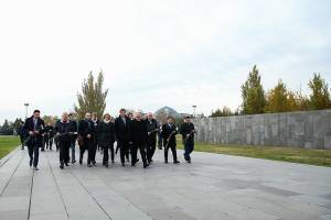 The delegation headed by the President of Ile-de-France Regional Council renders memory tribute to victims of Armenian Genocide