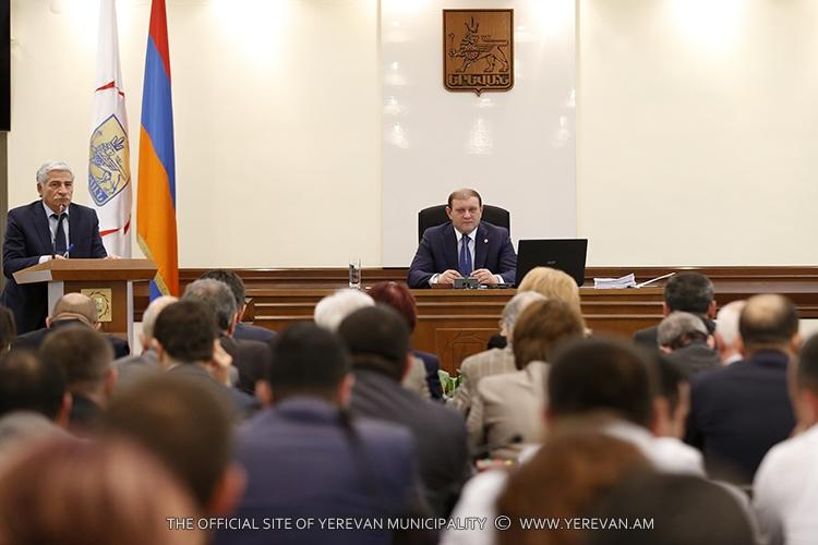 Мэр Еревана: Наш долг – поддержать семьи наших героев – погибших военнослужащих и добровольцев