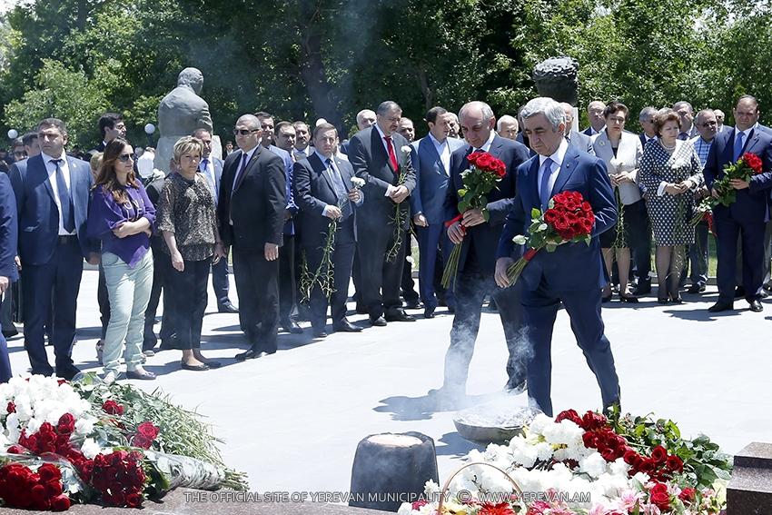 Հարգանքի տուրք` երջանկահիշատակ վարչապետ Անդրանիկ Մարգարյանի հիշատակին. (լուսանկարներ)