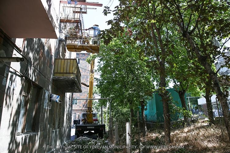 Նորոգվում են բազմաբնակարան շենքերի վթարային շքապատշգամբները