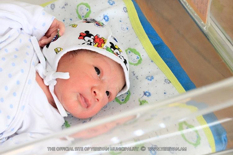 В Ереване за неделю родились 218 мальчиков и 212 девочек