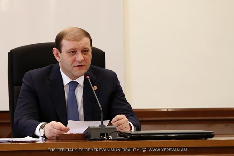 Мэр Еревана Тарон Маргарян объявил беспощадную войну роковым сосулькам