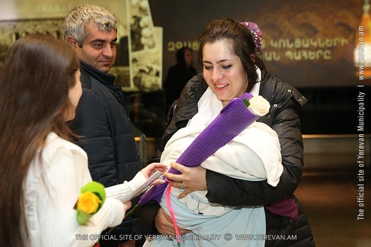 Празднование 8 марта в Армении: прибывающих в Ереван женщин и девушек ждет сюрприз