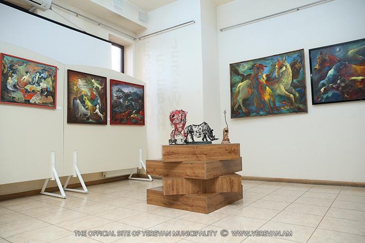 В Ереване открылась выставка, посвященная памяти героев апрельской войны