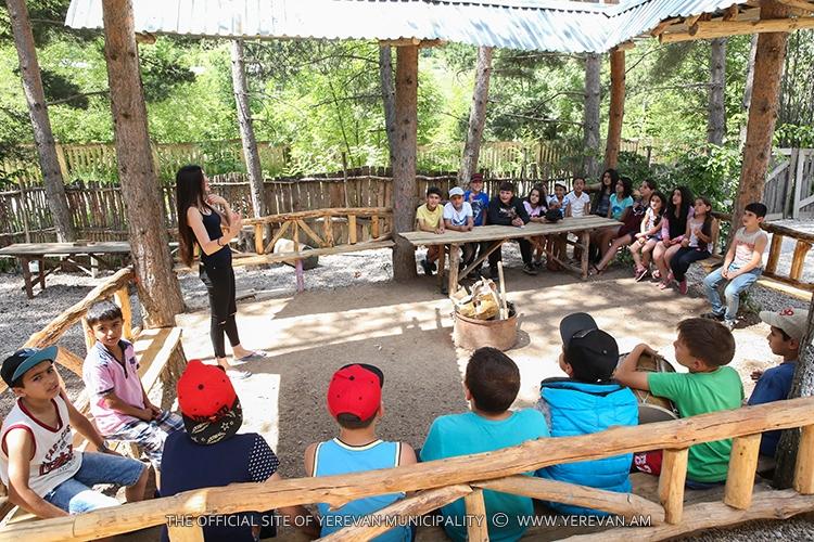 Правительство Армении и мэрия Еревана организовали детям погибших военнослужащих отдых в спортивно-оздоровительных лагерях
