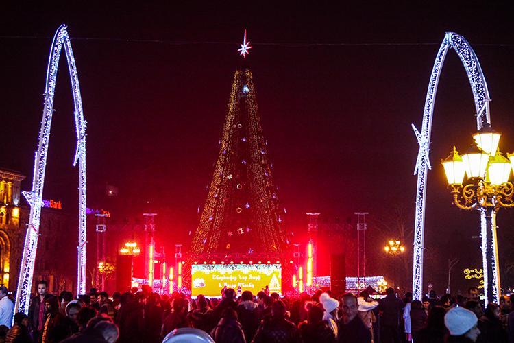 Стало известно, когда зажгутся огни на главной новогодней елке Армении