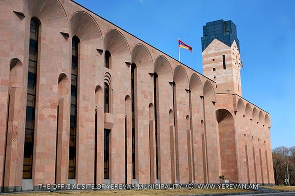 Мэрия Еревана осуждает поведение членов фракции «Еркир цирани» в Совете старейшин