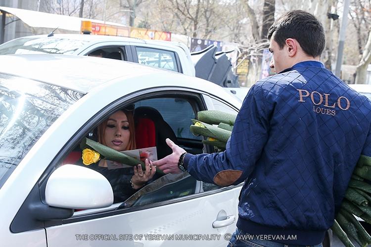 Праздник в Ереване: женщин-водителей 8 марта ждал сюрприз