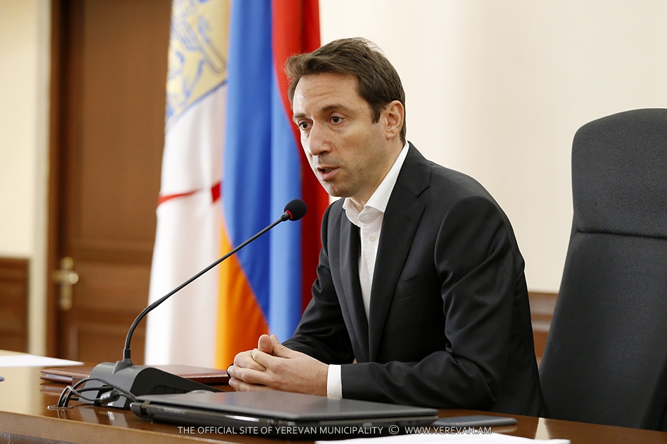 Новоизбранный мэр Еревана Айк Марутян провел первое рабочее совещание
