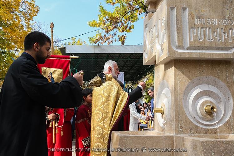 К 2800-летию основания Еревана: Открыт памятник-родник с названиями армянских столиц