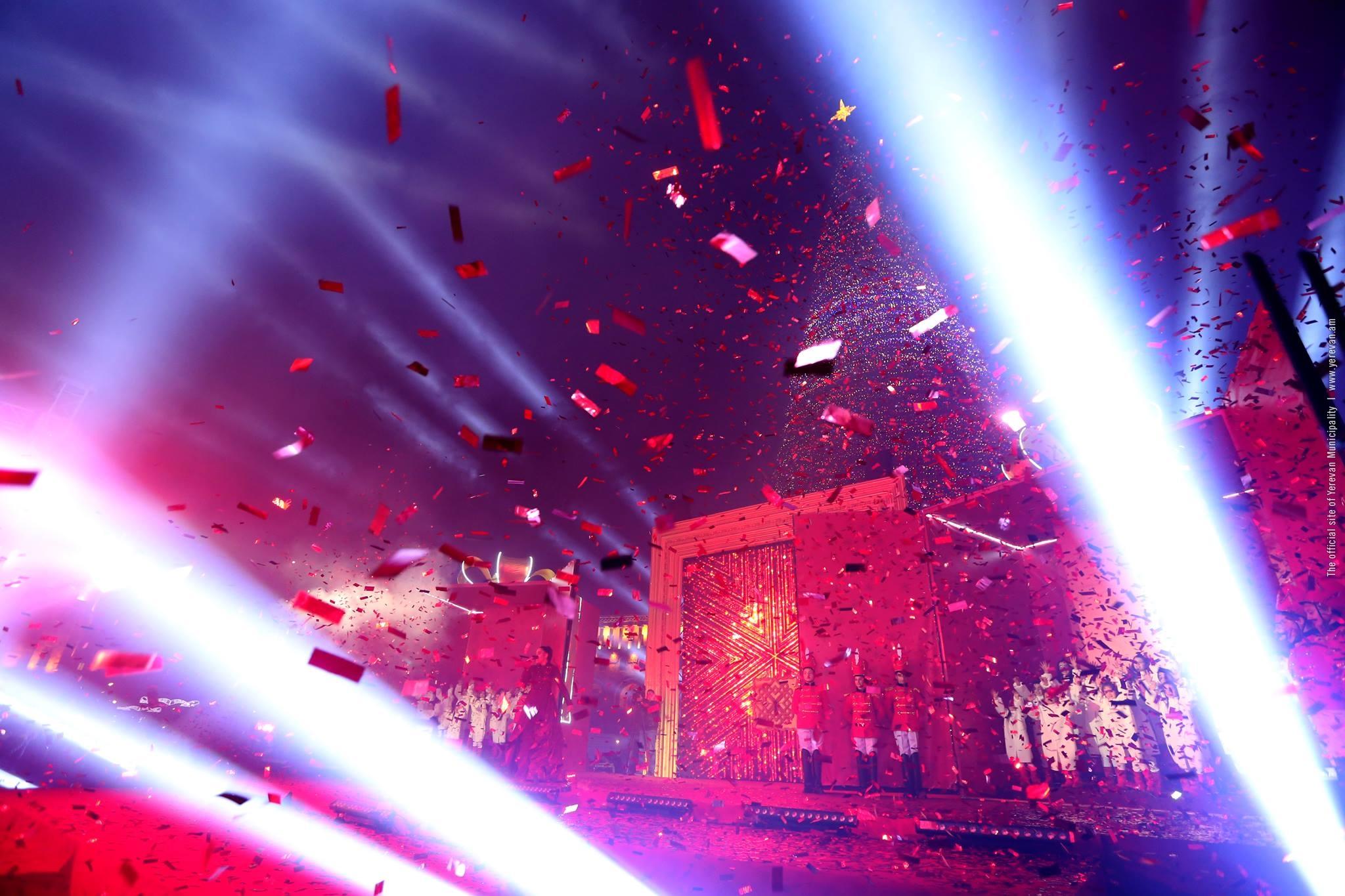 Новогодняя елка в Ереване вошла в топ-3 елок СНГ