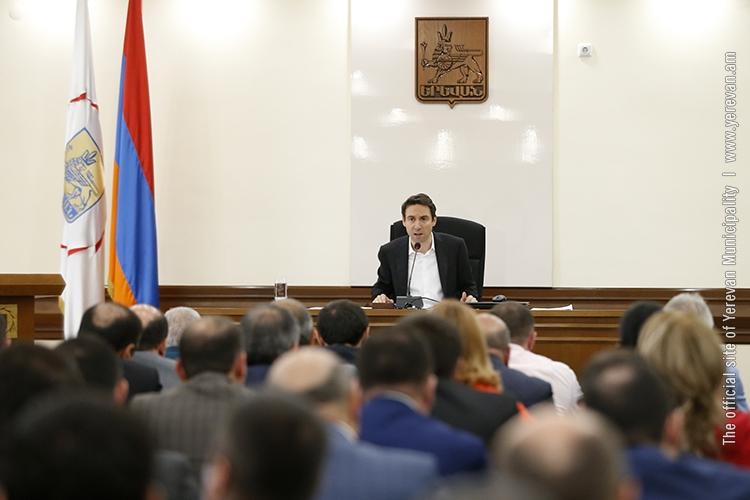 Мэр Еревана: Не будем ждать, пока «Санитек» обеспечит необходимое количество мусорных контейнеров