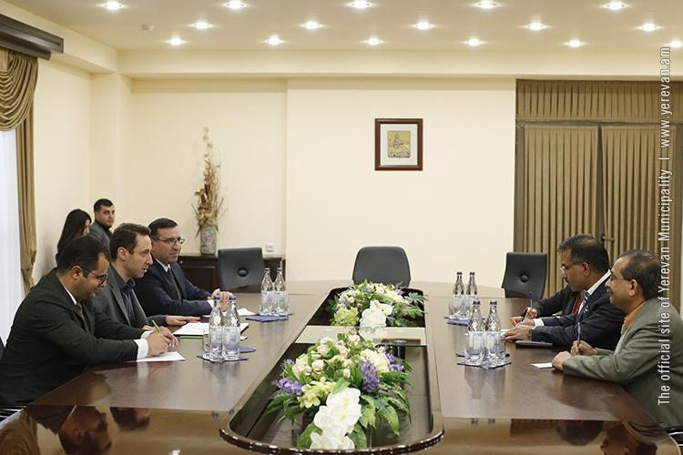 Мэр Еревана принял посла Индии в Армении